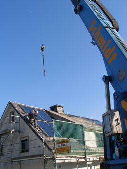Kranmontage einer WESTFA Solaranlage
